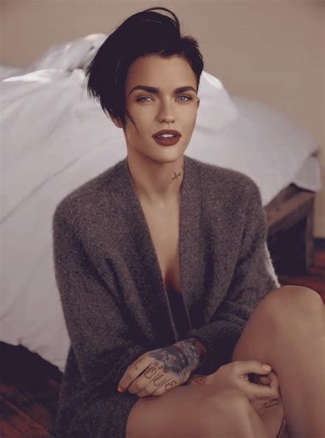 ruby rose hair pinterest coupe de cheveux ruby rose