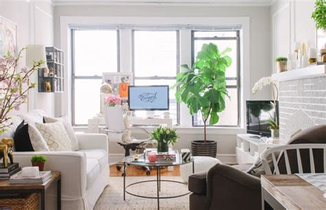 living room chicago danielle moss chicago apartment tour the everygirl