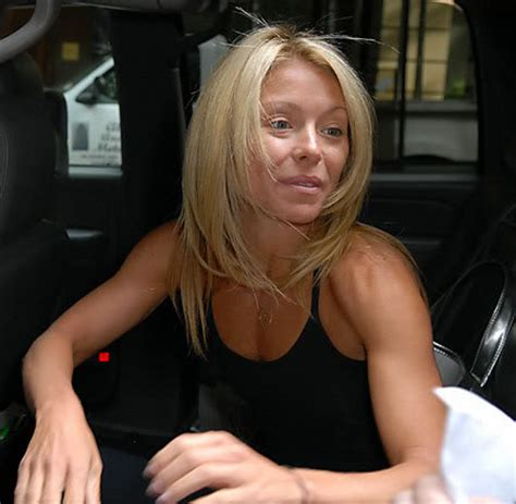 why does kelly ripa have so many hair styles kelly ripa to announce permanent live with kelly co