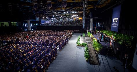 Mba Fiu Ciriculluma by College Of Business Awards Nearly 1 000 Degrees At Fiu
