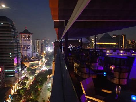 roof top bars singapore best roof top bars with views over singapore tripatrek