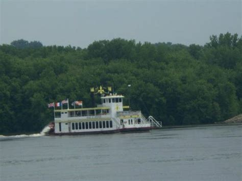 mississippi river boat dinner cruises iowa the spirit of dubuque river boat picture of dubuque