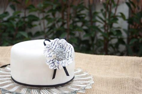 como decorar un bizcocho redondo como decorar un pastel para principiantes iii decorado