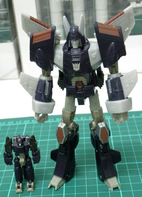 Only Forward Voyager Classics transformers classic voyager class cyclonus gimmicks