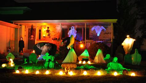 halloween house decorations gallery halloween house decorating digital exclusives photo galleries nwitimes com