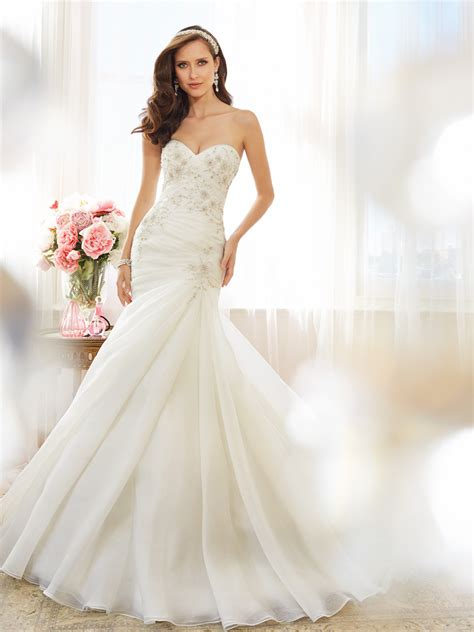 Myna Basic Dress strapless sweetheart fit and flare wedding dress