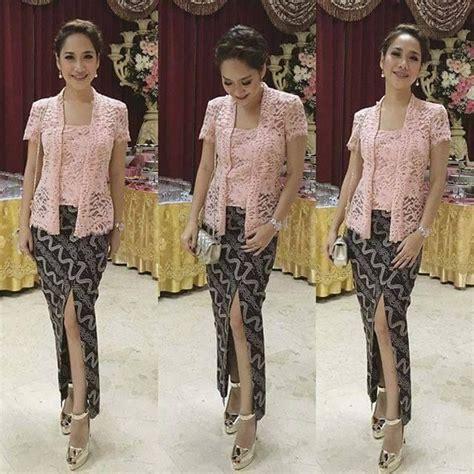 Kain Batik Embos Prada Ranting Putih 5 model kebaya pink bunga citra lestari dengan bawahan batik batik