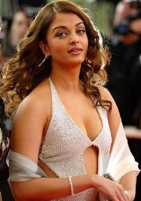 aishwarya rai sexiest navel show video published on jan 26 2016 aishwarya rai hot and unseen latest photos indiaslatest com