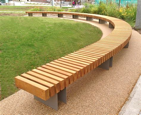 Curved Outdoor Bench: Looks Wonderful! ? The Homy Design