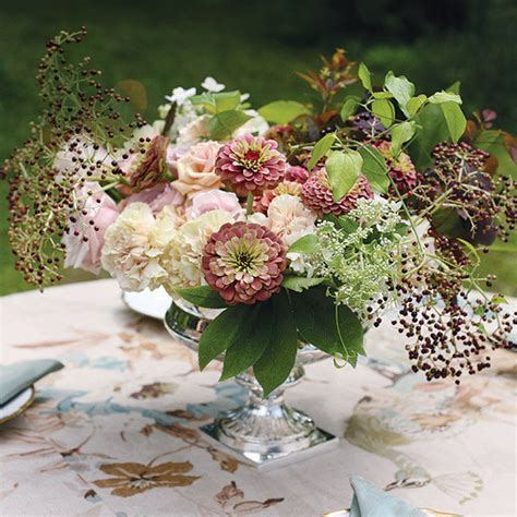 wedding flower arrangement pictures complete guide to wedding flowers bridalguide