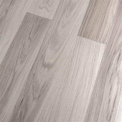 light colored laminate flooring kronoswiss noblesse elegance light oak d2539wg 8mm