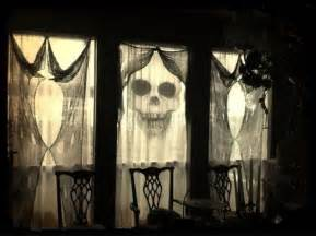 spooky home decor 26 creative halloween window decor ideas digsdigs