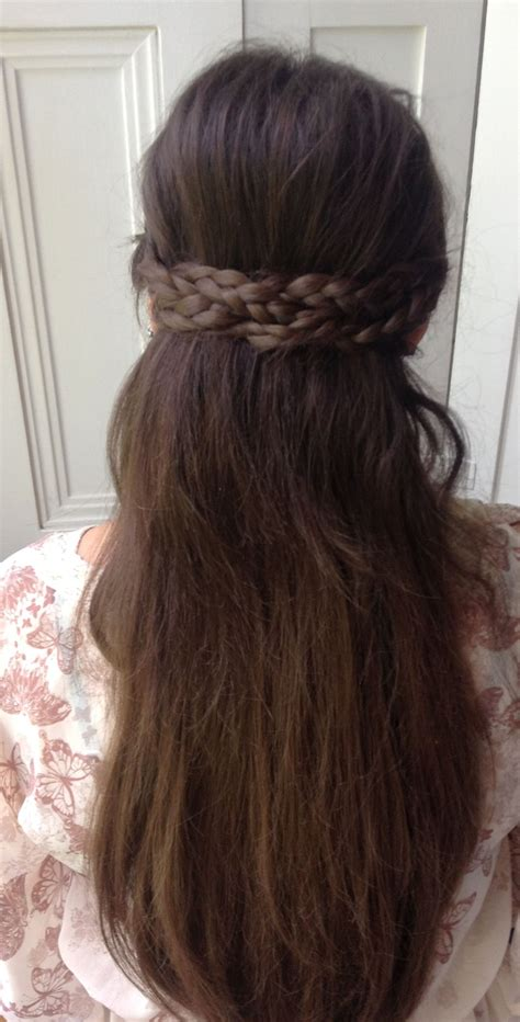 basic looking womens hairstyles the hairstyle annabelle had on lancelot s first day of
