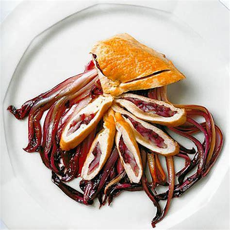 suprema di pollo suprema di pollo ripiena di radicchio e sopressa con