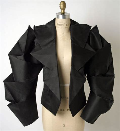 Origami Fashion Designers - 25 best ideas about issey miyake on origami