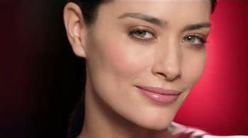 olay regenerist commercial actress in concert shirt neutrogena rapid wrinkle repair tv spot cobwebs