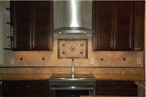 at what height on the backsplash should a border be