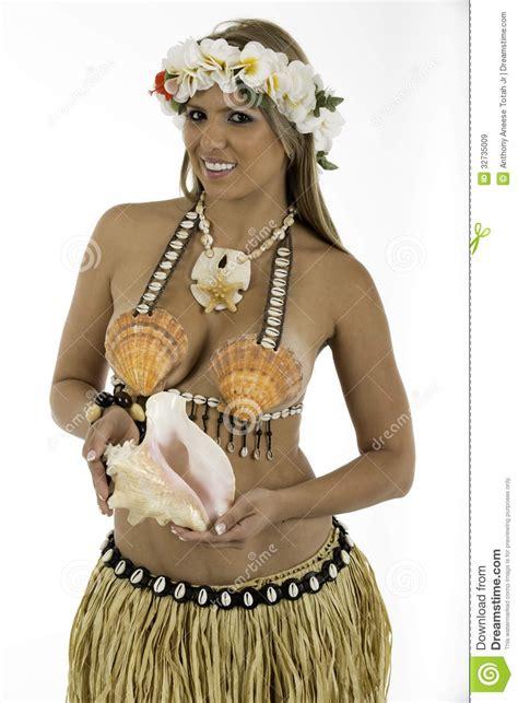 fotos trajes hawainas mujer bonita vestida en traje hawaiano im 225 genes de archivo