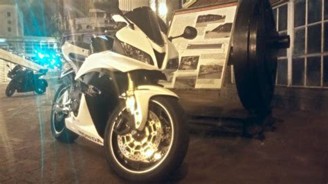 glow in the paint on motorcycle 2012 honda cbr600rr white glow in paint