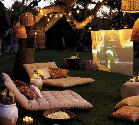 backyard theater how to arrange the best outdoor movie projection