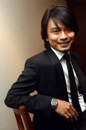 Cd Anuar Zain Selftitled Penyanyi Malaysia anuar zain age biography last fm