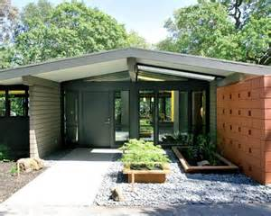Small Mid Century Modern Homes by Pin By Tanya On Exterior Space Pinterest