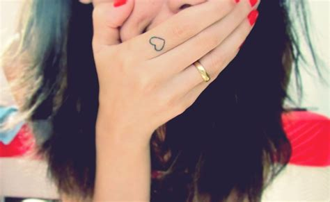 love tattoo on the finger cute love tattoo on finger for girls tattooshunt com