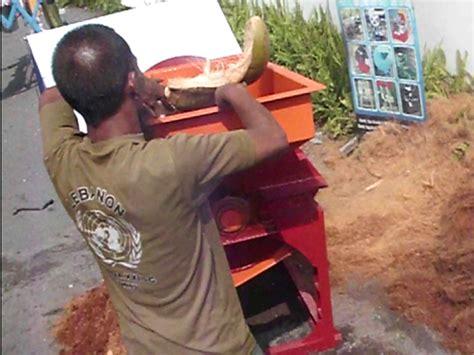 Harga Sabut Kelapa 2015 mesin pengolahan kelapa menguji coba mesin pengurai sabut