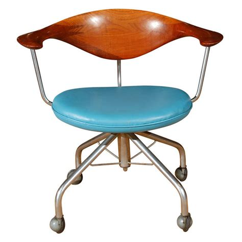 The Swivel Chair By Hans Wegner For Sale At 1stdibs Hans Wegner Swivel Chair