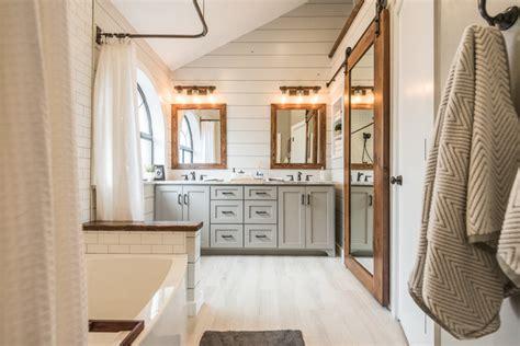 badezimmerfliesen dallas modern farmhouse bathroom landhausstil badezimmer