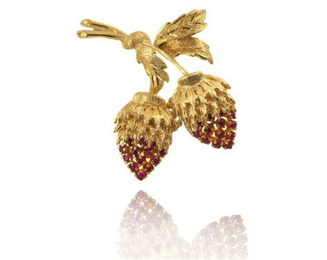 Strawberry Card Gold vintage gold and ruby strawberry brooch