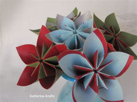 Katherina Krafts: Recycled Gift Bag Flowers