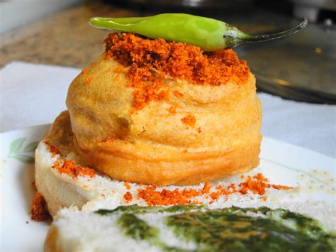 pav vada top 11 authentic vada pav places in mumbai hungryforever