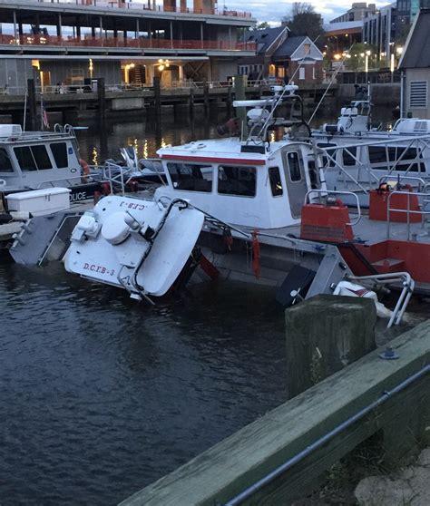 fire boat sinks dcfd fireboat sinks at dock