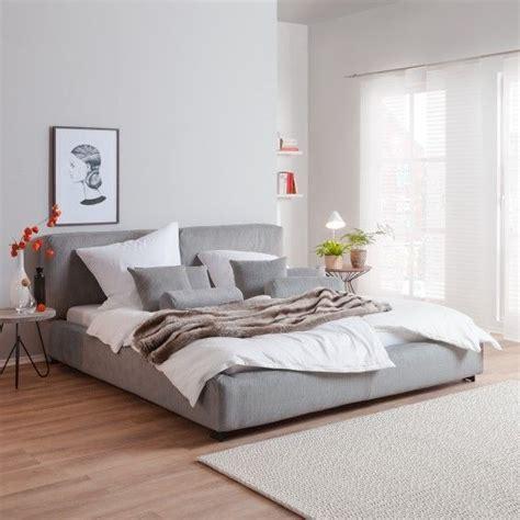 schlafzimmer ideen graues bett lavendelfarbene wand schlafzimmer einrichten graues bett