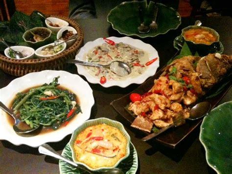 thai dinner a thai dinner as goes on