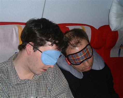 cose non si possono portare in aereo 10 cose da non dimenticare nel bagaglio a mano corriere it