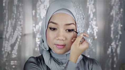 tutorial memakai wardah video tutorial cara memakai eyeliner gel wardah ala cheryl