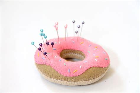 Pin Cusion doughnut pin cushion tutorial