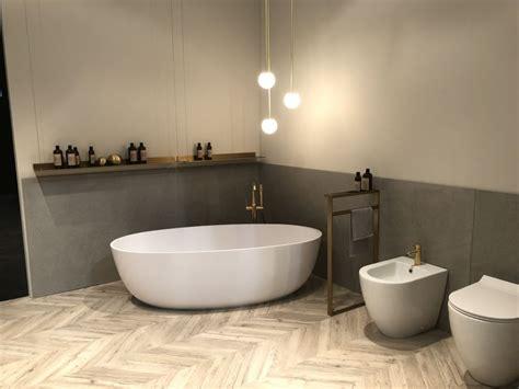 standard bathtub size suits