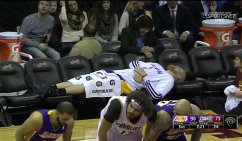 basketball player on bench with zero bench left the lakers still close out the