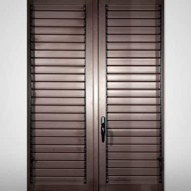 tende a persiana tende a persiana cheap alle finestre allesterno dello