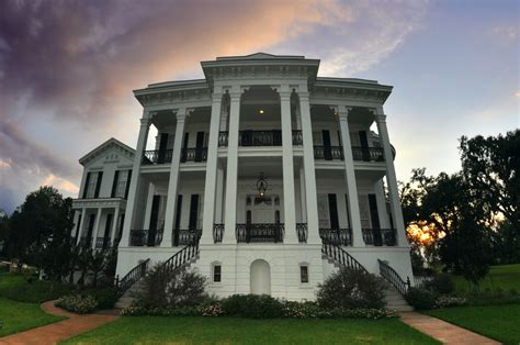 the white ballroom in the nottoway plantation mansion on deep into the deep south stay the night in a haunted