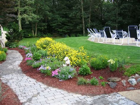 pictures of small backyard gardens backyard flower garden ideas photograph small backyard ide
