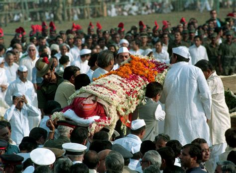 27 years later a tribute to indira photo gallery image gallery indira gandhi funeral