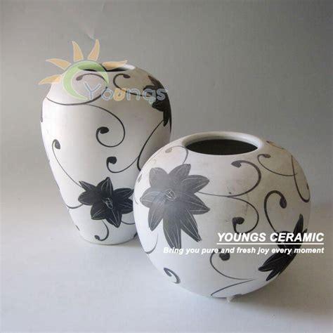 vasi in ceramica moderni moderni in bianco e nero a sfera di porcellana e vaso vaso