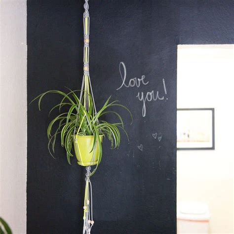Macrame Plant Holder Tutorial - tutorial for a simple macrame hanging planter you