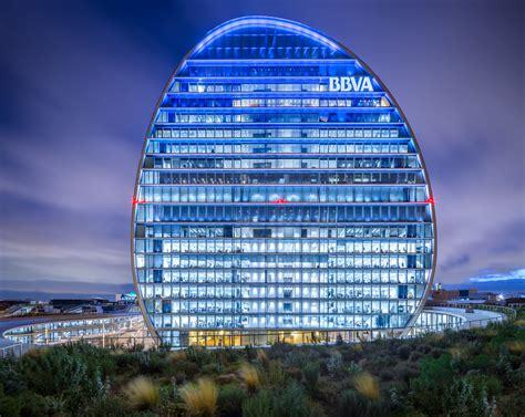 bbva oficinas en madrid herzog de meuron s bbva headquarters in madrid through