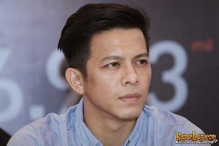 Kaos Tshirt Greenlight Biru ariel noah fashion biodata foto dan gosip terbaru 2014