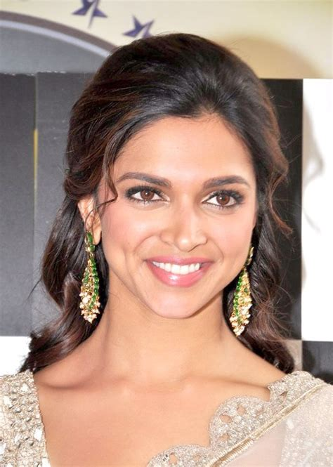 deepika padukone origin deepika padukone net worth house car salary boyfriend